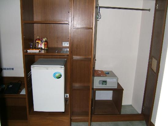 Jomtien Boathouse: The safe and fridge/mini-bar