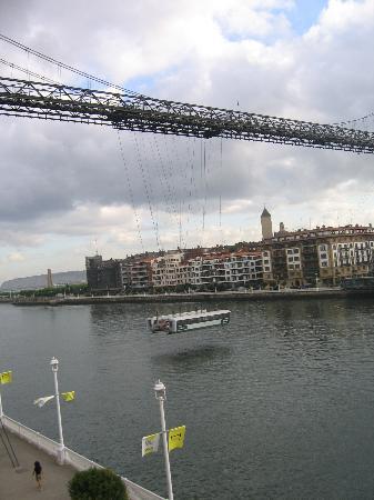 Gran Hotel Puente Colgante : View to the bridge