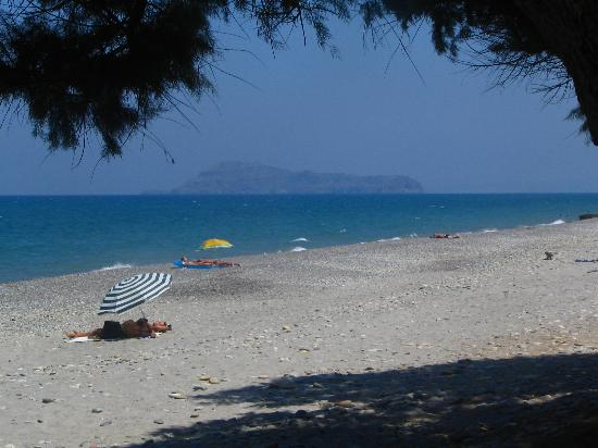 Maleme, Greece: The beach on a busy day