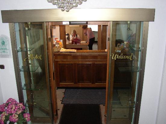 Hotel Uhland: Front desk