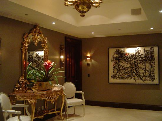 Hotel Le St-James: Elevator lobby
