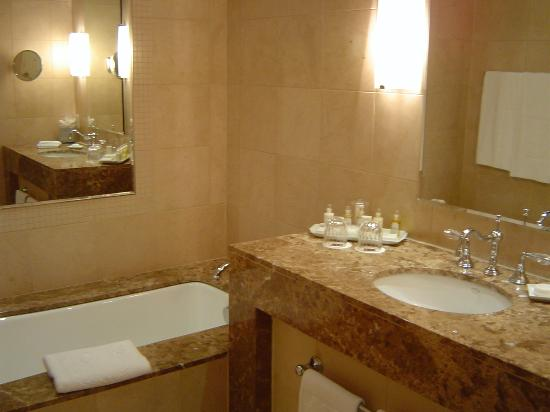 Hotel Le St-James: Deluxe suite - bathroom