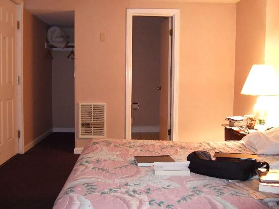 Hyannis Travel Inn Picture