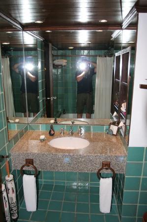 Anantara Hua Hin Resort: Bathroom of standard double room.