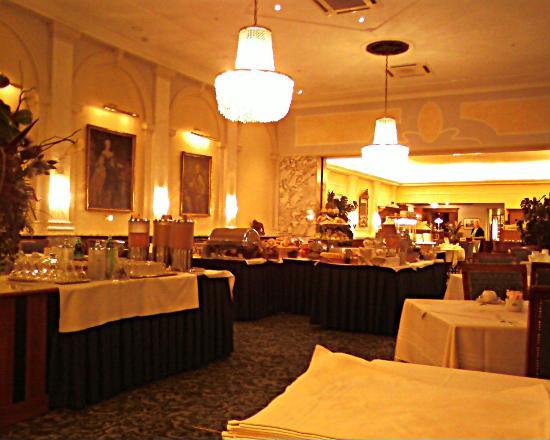 Hotel Stefanie: Breakfast Buffet
