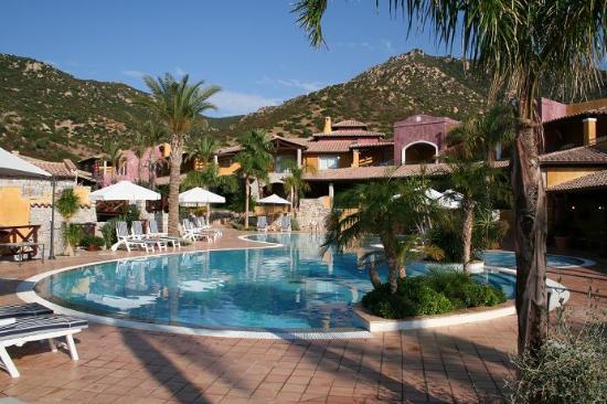 Cruccuris Resort : Hotel main pool (1 of 2 pools)