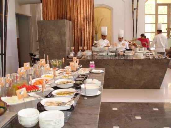 Trident, Gurgaon : Breakfast Buffet