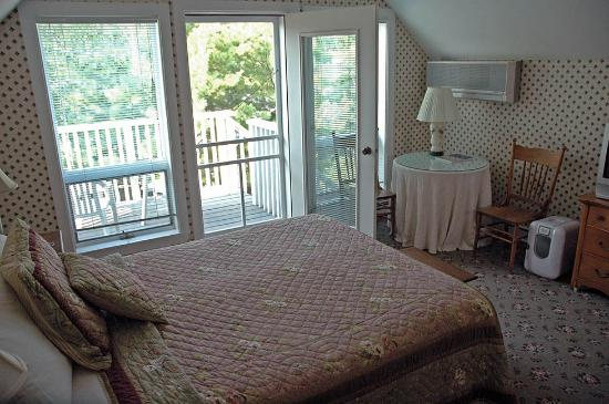 The Sylvan Inn Bed & Breakfast: Another angle on the Tree Room