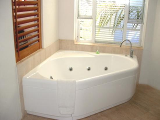 Noosa Blue Resort: Indoor Hot Tub