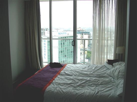 Oaks Lexicon Apartments: bedroom