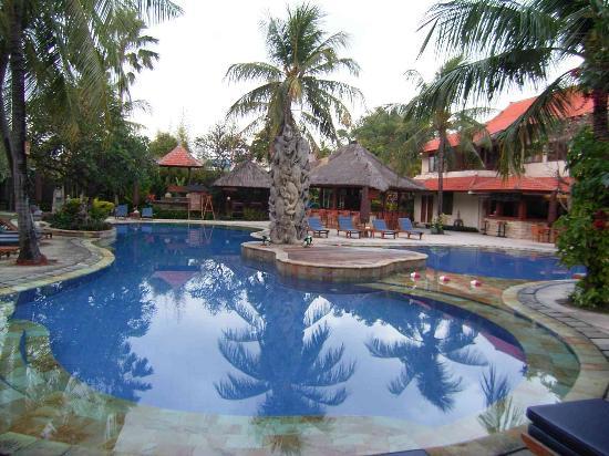 Bali Rani Hotel: pool area hotel Bali Rani