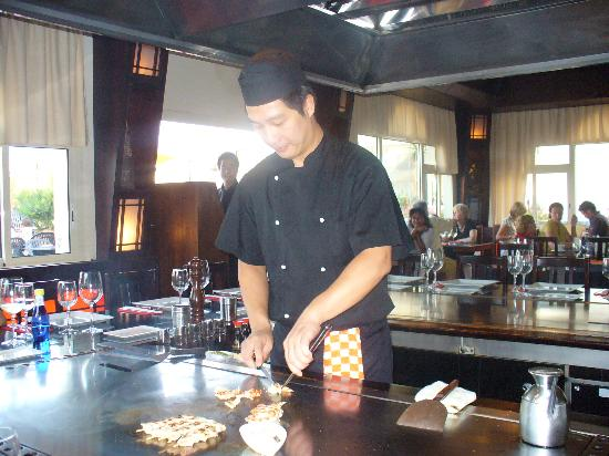Royal Palm Apartments : teppanyaki chef