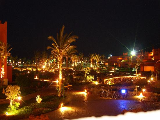 Coral Sea Waterworld Resort: Hotel by Night