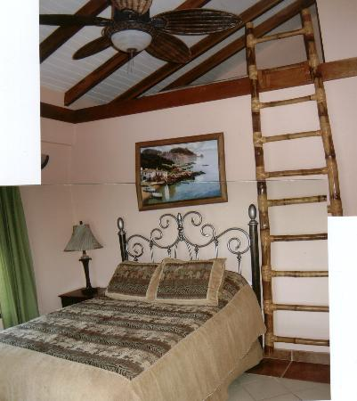 Chabil Mar : Second bedroom showing loft
