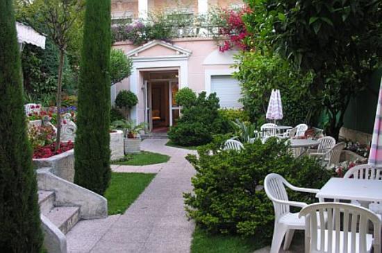 Hotel Moliere: Hotel garden