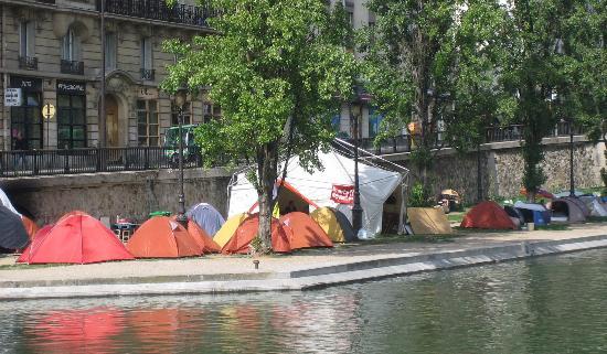 Canal Saint-Martin : Tent City, Canal St. Martin