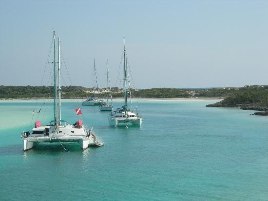 Gran Exuma: Cat Ppalu at anchor in Warderick Wells