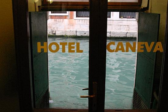 Hotel Caneva : View of canal from lobby