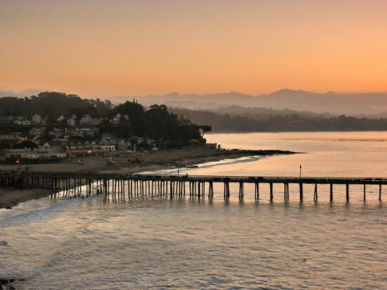 BEST WESTERN PLUS Capitola By-the-Sea Inn & Suites: Capitola at sunrise.