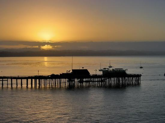 Best Western Plus Capitola By-The-Sea Inn & Suites: The Capitola pier at sunrise.