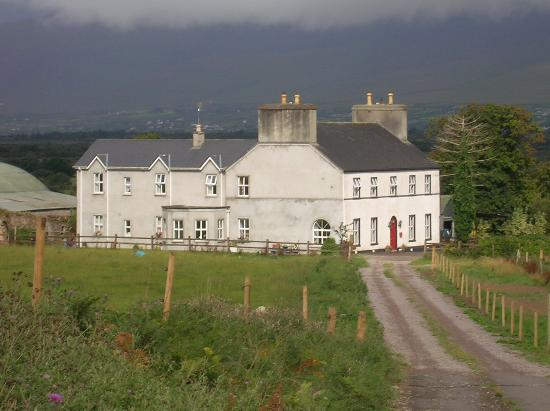 Kilburn House Farmhouse Bed and Breakfast: Beautiful Kilburn House in Miltown!