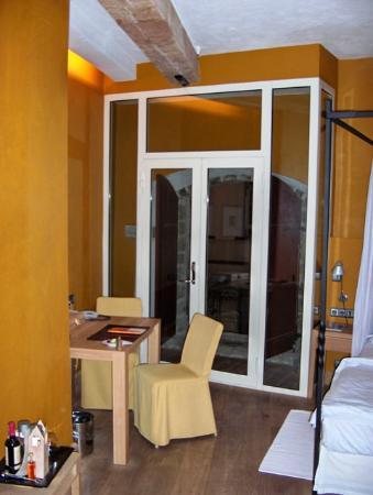The Three Sisters: Room 11 - to balcony