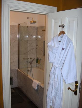 The Three Sisters: Room 11 - bathroom with rain shower