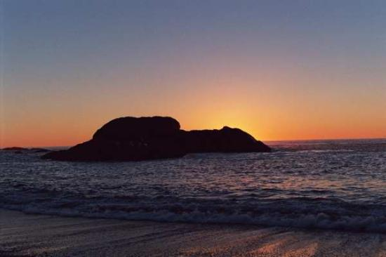A Snug Harbour Inn: Sunset on the Pacific