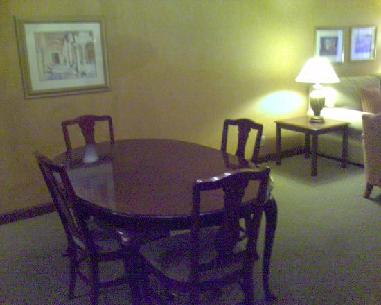 DoubleTree by Hilton Hotel Sonoma Wine Country: Dining table