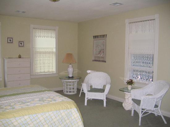 Amber Inn B&B: The lovely Ivory Room