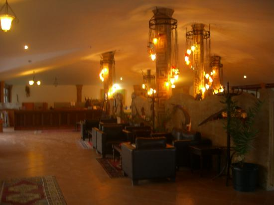 Hotel Keskin Dalyan: Reception/lounge area at night
