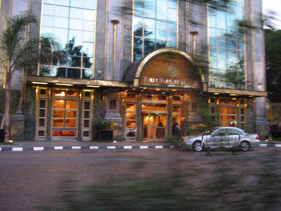 Four Seasons Hotel Cairo at the First Residence: Four Seasons First Residence Entrance