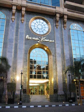 Four Seasons Hotel Cairo at the First Residence: The First Mall next to the First Residence