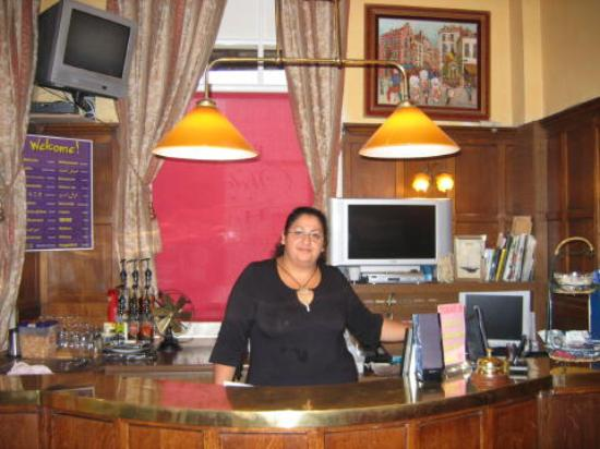 Brussels Welcome Hotel: The very friendly and nice lady at the front desk