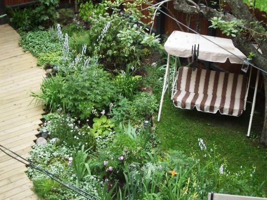 River Wynde Executive Bed and Breakfast: garden from the Sun room balcony (2)