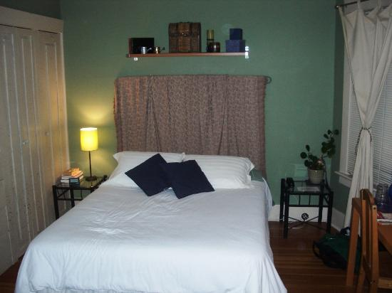 River Wynde Executive Bed and Breakfast: half of the Forest room