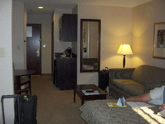 Holiday Inn Express Cooperstown: Sitting area and Kitchen Area of Junior Suite