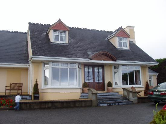 The Shores Country House: Outside view of the Shores
