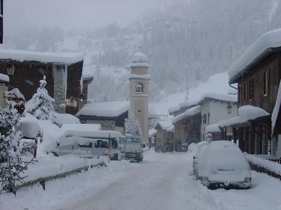 Hotel Le Genepy : Small village, no traffic, romanctic chalet style atmosphere