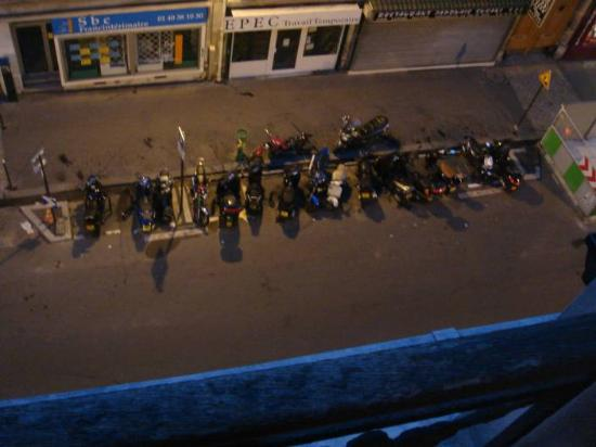 Hotel Saint Quentin: bike park under window