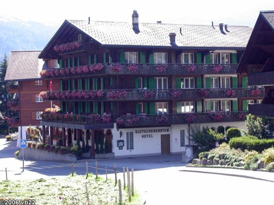 Hotel Gletschergarten: View of hotel coming down the hill