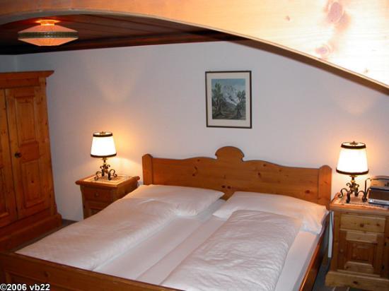 Hotel Gletschergarten: View of bedroom of our suite