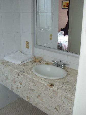 Hotel San Carlos: sink room (separate from toilet/shower room)