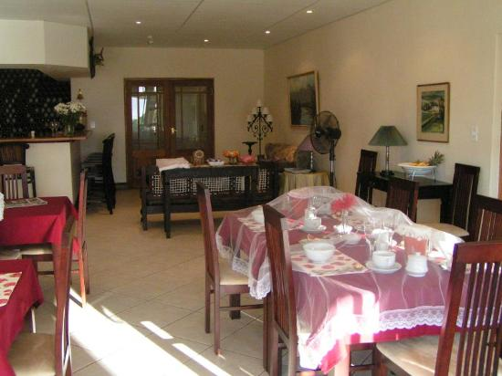 Villa Chapelle Guesthouse: Bar and Braekfast area