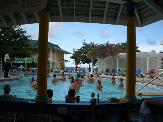 Sandals Royal Caribbean Resort and Private Island: Main Pool Volleyball