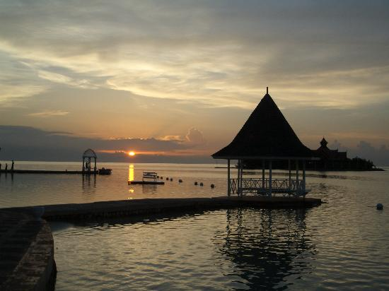 Sandals Royal Caribbean Resort and Private Island: Sunset from the Pier