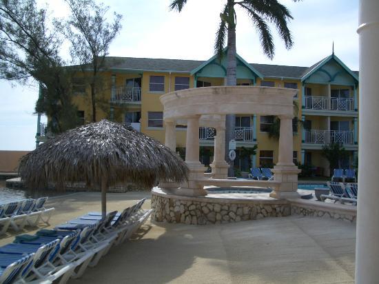 Sandals Royal Caribbean Resort and Private Island: Kensington Building