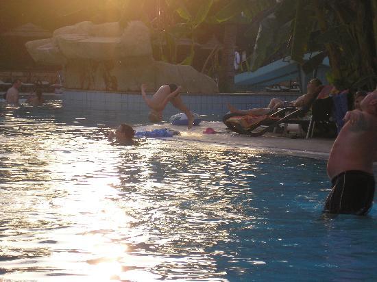 Atlantica Oasis Hotel : actobatic 6 year old