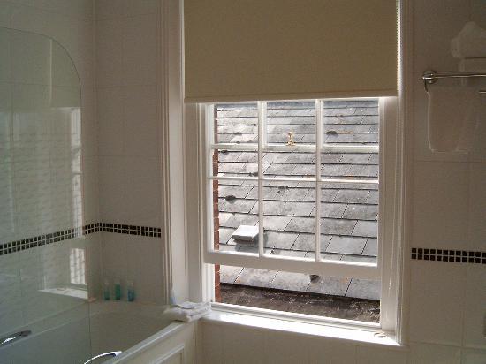 Tewkesbury, UK: View from the Bathroom