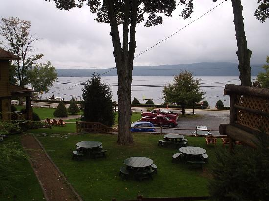 Trout House Village Resort : view from lake